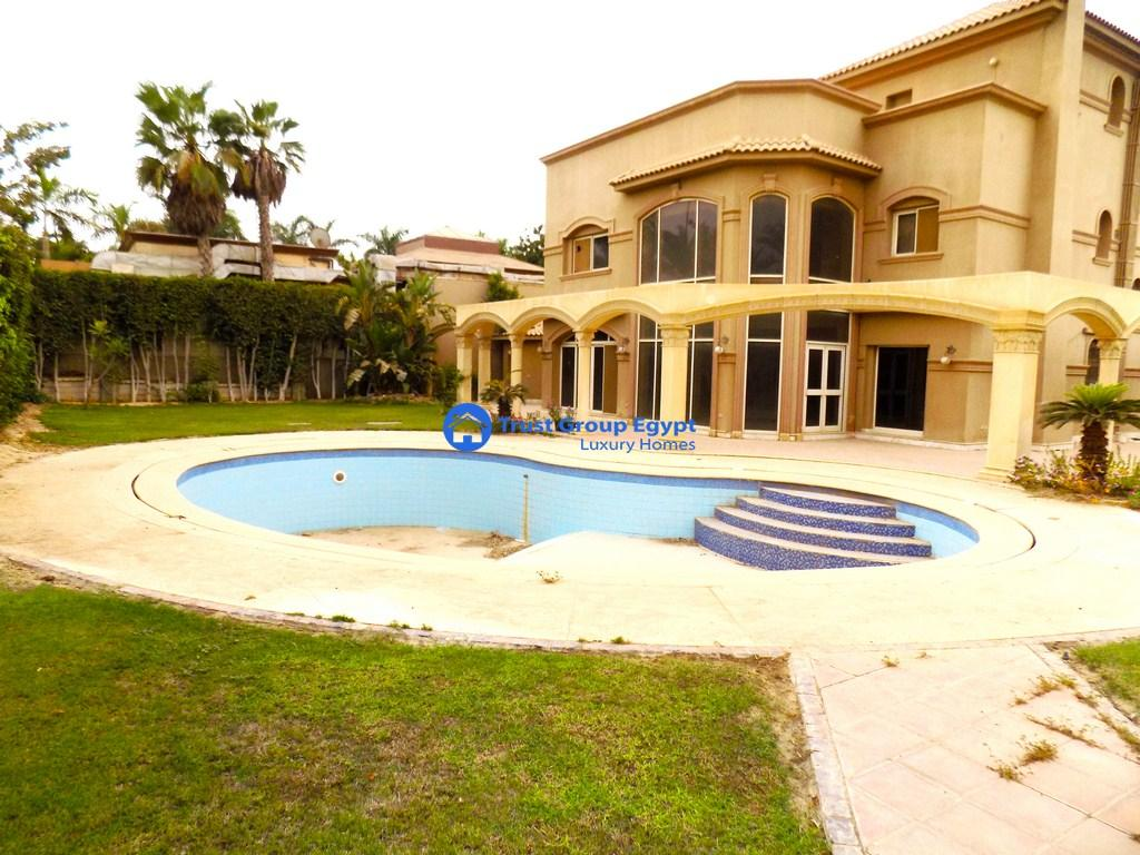 villa for sale  in compound october hills entrance